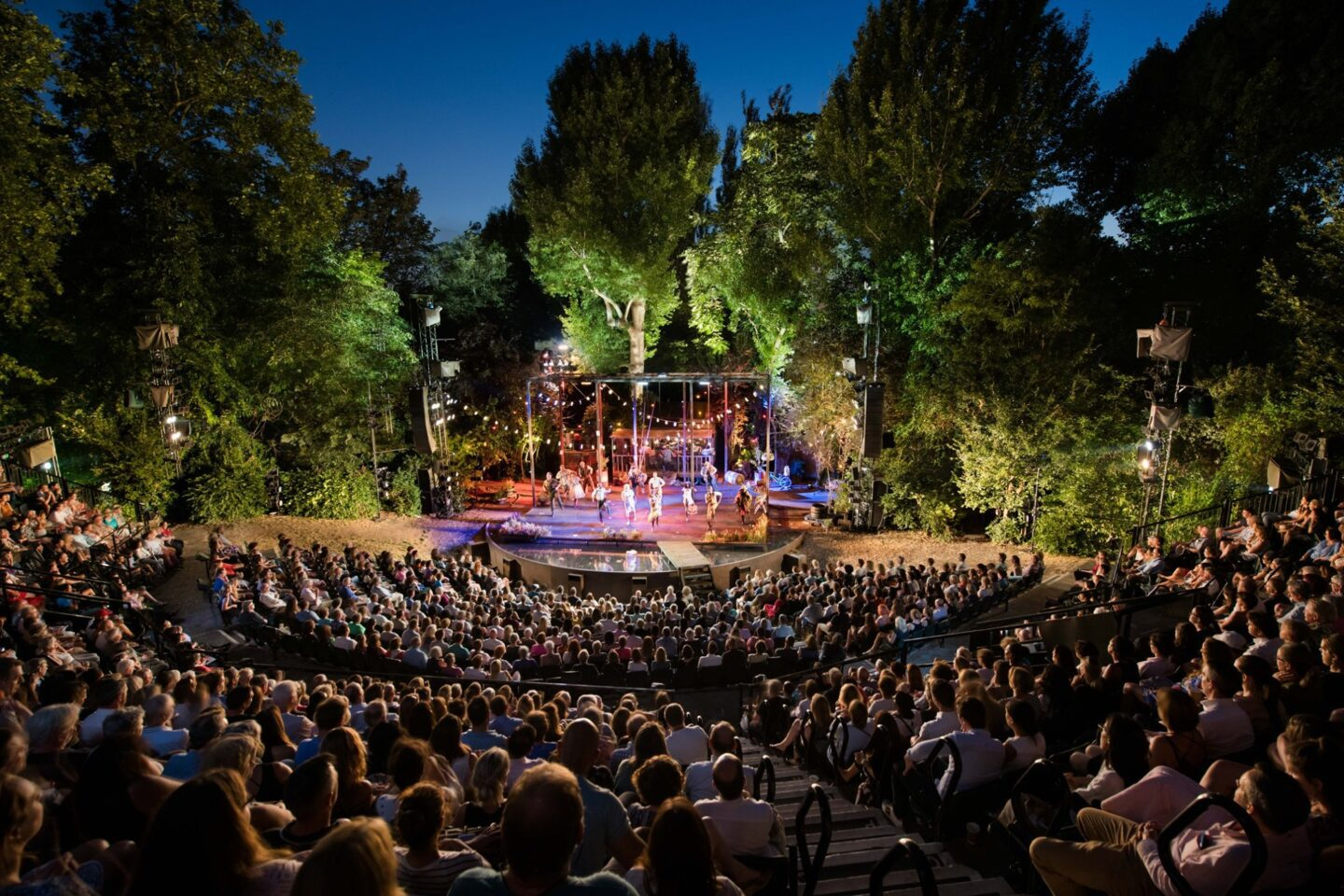 Regents Park: one of the most beautiful open air theatres in London.